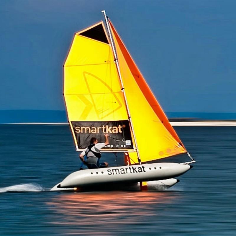 тайфун - это разборный парусный катамаран для продолжительных путешествий по открытым водоемам и соревнований в