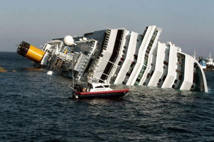 Место аварии круизного лайнера costa