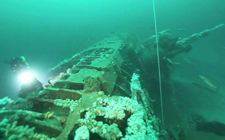 Лодка затонувшая в 2001