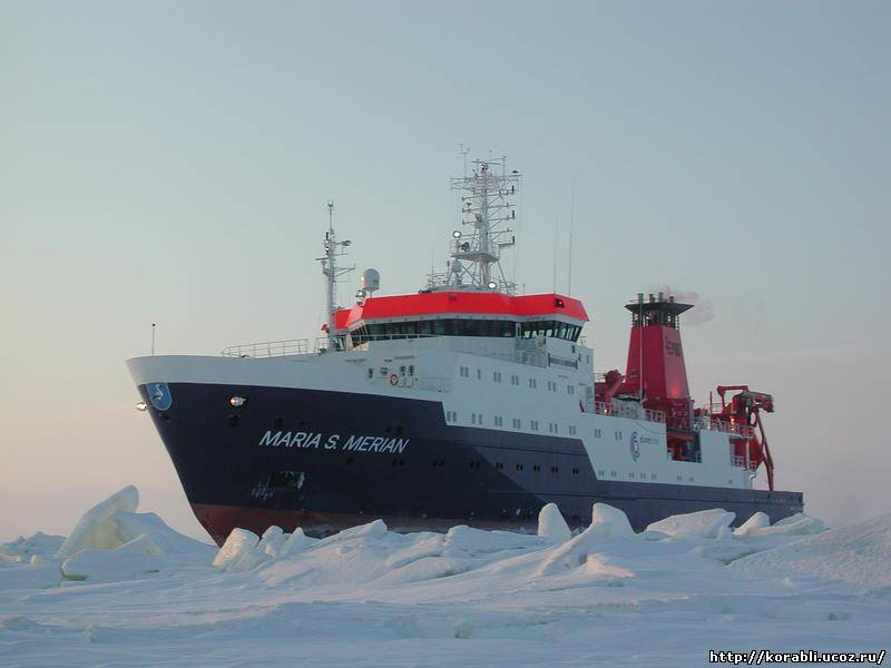 Плавсредство - катамаран для морской геофизики