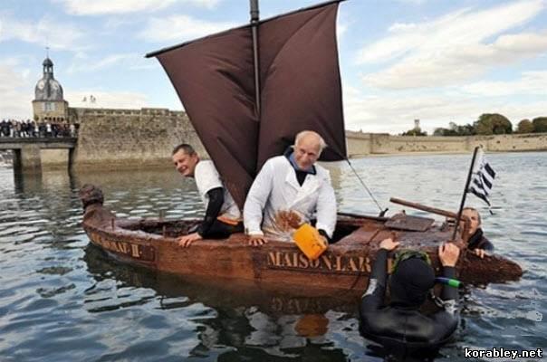 три товарища на лодке