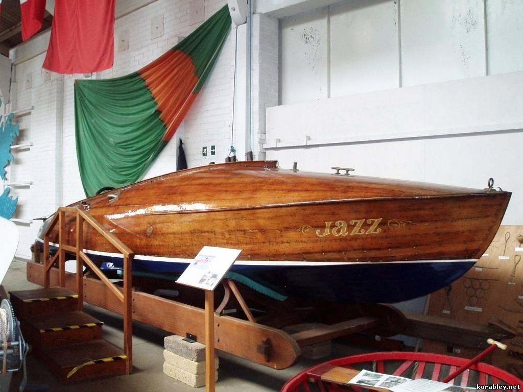 покраска лодки из дерева